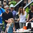 Sarah Jessica Parker vend des cookies et de la limonade avec ses filles devant leur domicile à West Village. Le 23 avril 2016