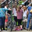 Sarah Jessica Parker vend des cookies et de la limonade 'fait maison' avec ses filles Marion et Tabitha devant leur domicile à West Village. Le 23 avril 2016