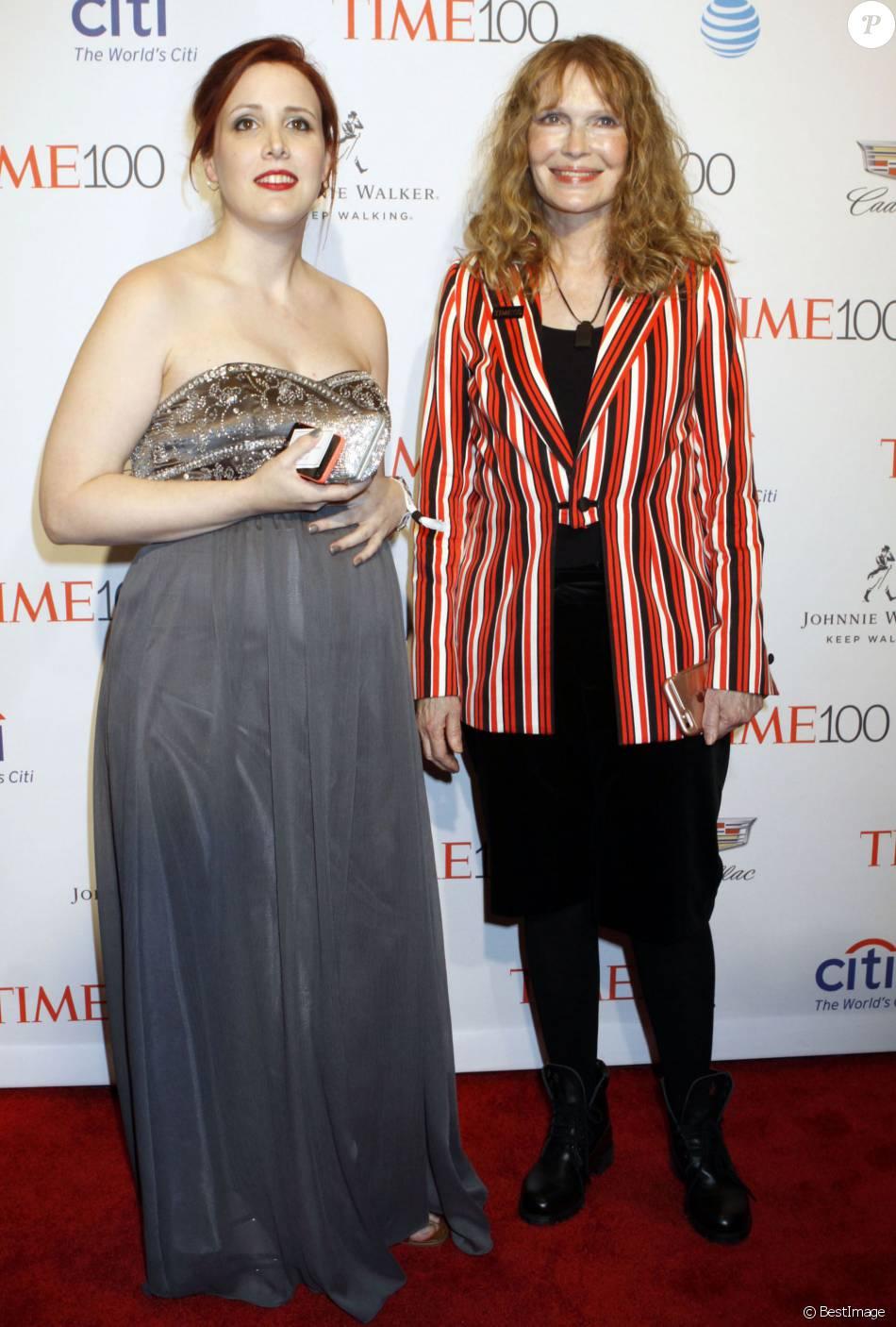Mia Farrow et sa fille Dylan O'Sullivan Farrow enceinte à la soirée Time 100 Gala 2016 au Frederick P. Rose Hall de Lincoln Center à New York, le 26 avril 2016