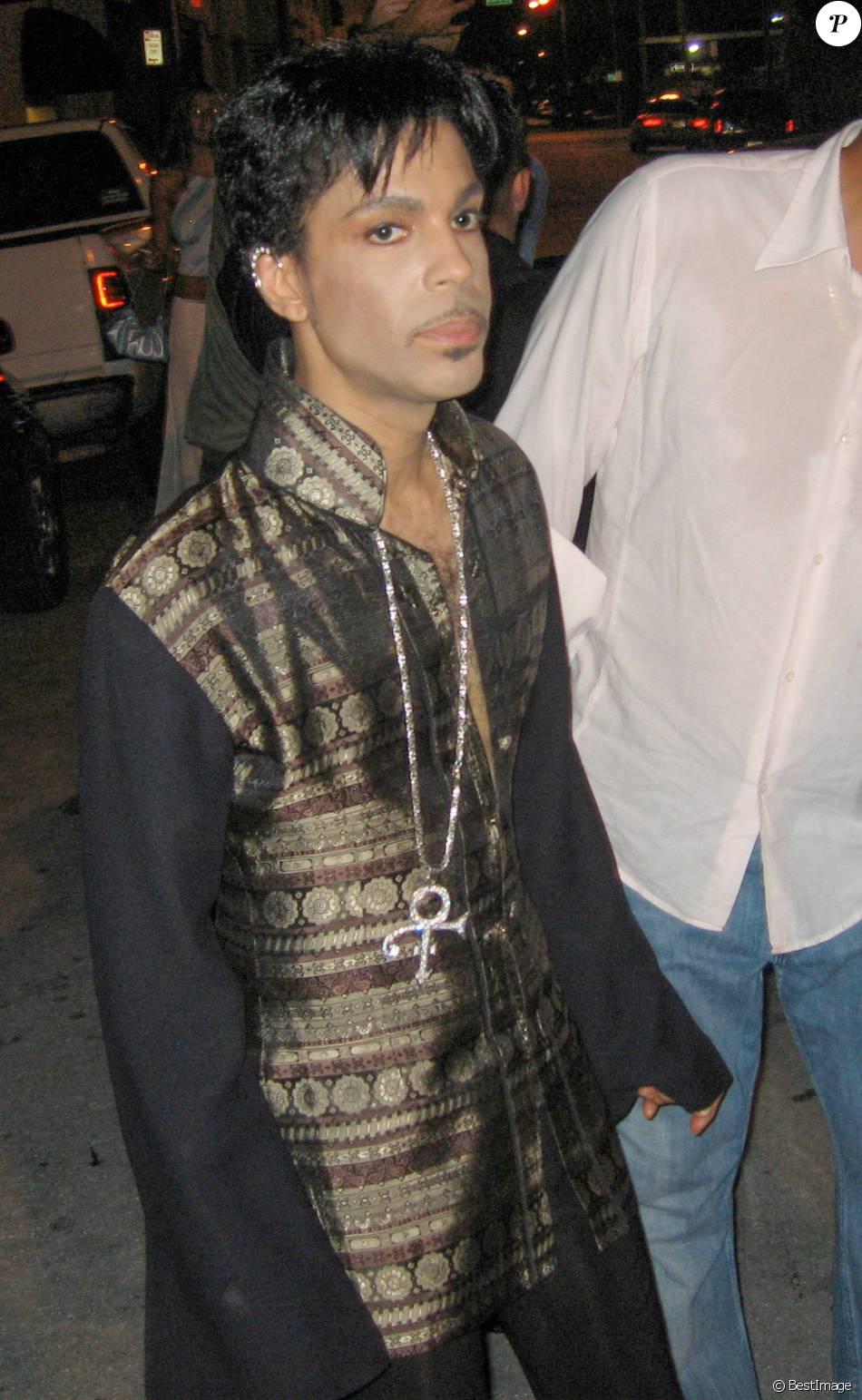 Le chanteur Prince annonce sa nouvelle tournée ''Welcome 2 America'' lors d'une conférence au Apollo Theater à New York le 14 octobre 2010.