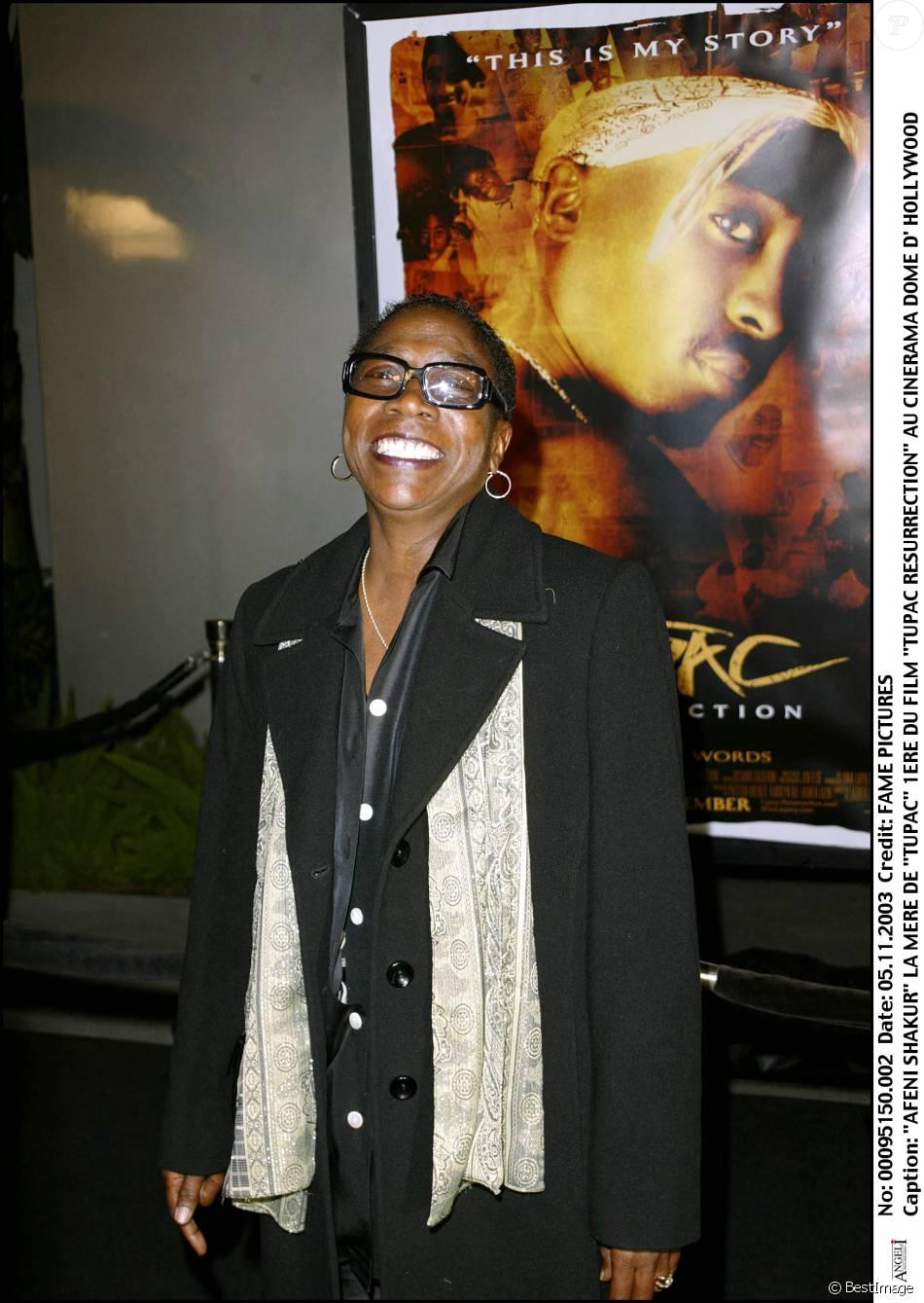 Afeni Shakur : La mère de Tupac à la première du film Tupac Resurrection à Hollywood, le 5 novembre 2003