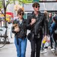 Dakota Johnson et Matthew Hitt à New York City, le 3 mai 2016.