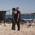 Nehdua (Les Anges 8) embrasse un beau garçon dans le clip Paradise