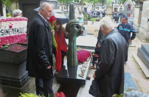 Obsèques de Siné: Guy Bedos, Christophe Alévêque et ses proches lui disent adieu