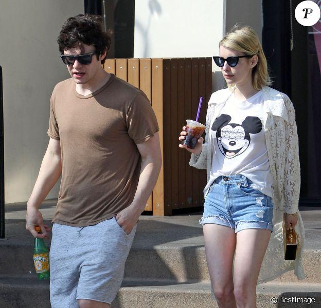Exclusif - Emma Roberts et son compagnon Evan Peters font un stop chez Coffee Bean à West Hollywood le 18 Mars 2016.