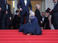 Helen Mirren chute à Cannes : L'actrice s'effondre encore sur le tapis rouge