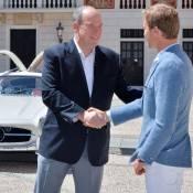 """Albert II de Monaco : Ravi de son tour en """"papillon"""" avec un chauffeur hors pair"""
