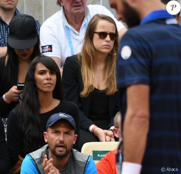 Shy'm et son père en tribune pour soutenir Benoît Paire, éliminé au second tour du tournoi de Roland-Garros, le 25 mai 2016.