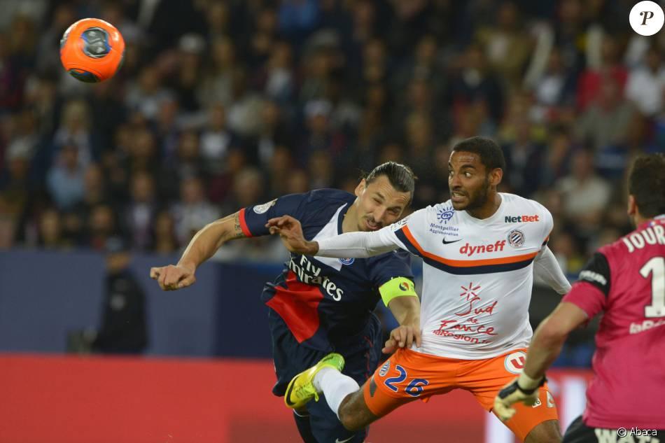 Yassine Jebbour à la lutte avec Zlatan Ibrahimovic lorsqu'il évoluait sous les couleurs de Montpellier, le 17 mai 2014 au Parc des Princes.