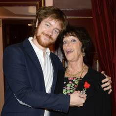 Anny Duperey et son fils Gaël Giraudeau - Elle a reçu la médaille d'Officier de la Légion d'Honneur au théâtre du Palais Royal à Paris le 6 octobre 2014