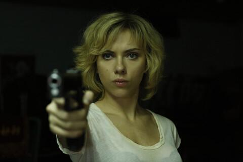 """Scarlett Johansson : Prison pour les agresseurs d'un assistant du film """"Lucy"""""""