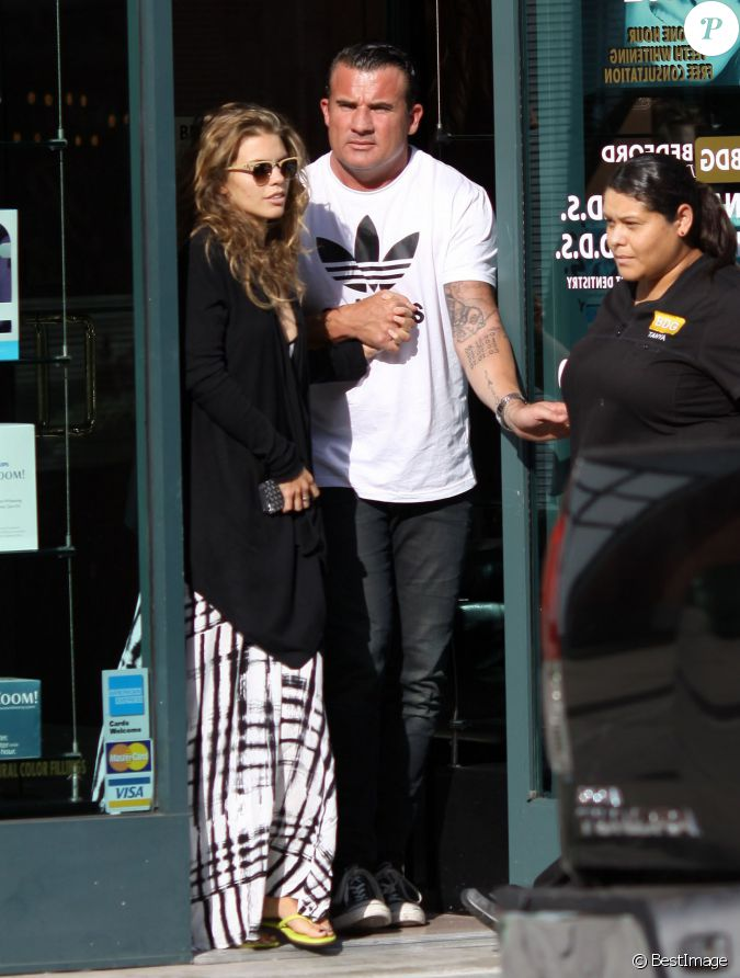 annalynne mccord et dominic purcell sortent d 39 un cabinet dentaire a beverly hills los angeles. Black Bedroom Furniture Sets. Home Design Ideas