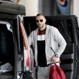 Semi-exclusif - No Web No Blog - le joueur de football français Karim Benzema arrive à l'aéroport de LAX, pour rejoindre l'incroyable villa de Beverly Hills loué par son ami le joueur de football brésilien Neymar, à Los Angeles, le 5 juin 2016.