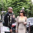 """Kim Kardashian et son mari Kanye West arrivent à l'aéroport de Roissy-Charles-de-Gaulle, puis vont déjeuner au restaurant """"L'Avenue"""" à Paris, le 13 juin 2016."""