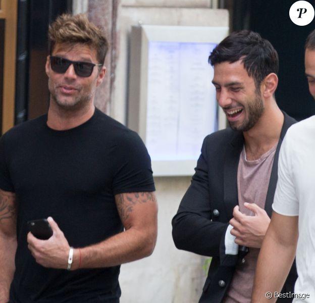 Ricky Martin et son compagnon Jwan Yosef sortent déjeuner au Costes à Paris le 25 juin 2016.