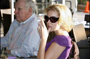 REPORTAGE PHOTOS : Katherine Heigl fume, boit, profite de la vie, et se moque du regard des autres !