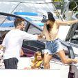 Kourtney Kardashian fait un tour de bateau avec ses enfants Mason et Penelope à Miami. Son ami de toujours Jonathan Cheban est de la partie! Le 3 juillet 2016