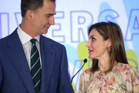 Letizia d'Espagne : Couvée du regard par Felipe...