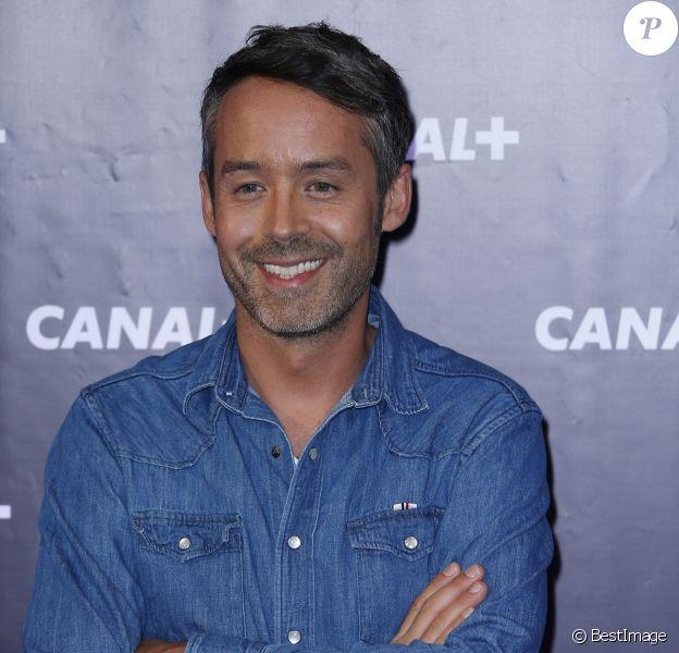 En France, à Paris, Yann Barthès lors de la conférence de presse de rentrée 2013-2014 de Canal+ à l'Electric Club le 28 août 2013.