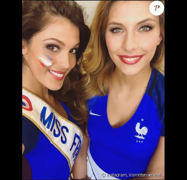 Iris Mittenaere et Camille Cerf sublimes supportrices des Bleus lors de l'Euro 2016. Juillet 2016.