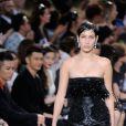 Bella Hadid - Défilé Givenchy haute couture automne-hiver 2016-2017 à Paris. Le 24 juin 2016.