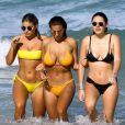 Natasha Oakley, Devin Brugman et Whitney Kaye profitent d'un après-midi ensoleillé la plage de Miami, le 11 juillet 2016.