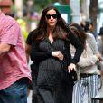 Liv Tyler enceinte va déjeuner avec son père, Steven Tyler, à New York, le 23 juin 2016.