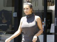Kim Kardashian : Robe moulante et formes voluptueuses, la bimbo attire l'oeil