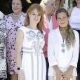 La journaliste Gloria Lomana et la danseuse Sara Baras le 26 juillet 2016 au Parque del Retiro à Madrid lors de la cérémonie des 25e Prix FEDEPE en l'honneur des femmes dirigeantes, chefs d'entreprise et professionnelles.