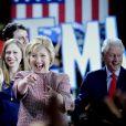 Hillary Clinton fête sa victoire, en compagnie de son mari Bill Clinton et de sa fille Chelsea, aux primaires démocrates des élections présidentielles américaines dans l'état de New York. Le 19 avril 2016