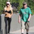 Exclusif - Courtney Stodden fait du jogging avec son mari Doug Hutchison a West Hollywood, le 4 mars 2013