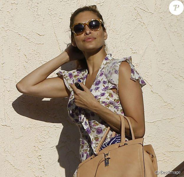 Eva Mendes à la sortie d'un salon de coiffure, après avoir passé 6 heures à l'intérieur, à Hollywood, le 22 juin 2015.