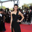 """Isabeli Fontana - Montée des marches du film """"La fille inconnue"""" lors du 69ème Festival International du Film de Cannes. Le 18 mai 2016. © Borde-Jacovides-Moreau/Bestimage"""