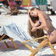 Melissa Lori profite d'un après-midi ensoleillé sur la plage de Miami, le 3 août 2016.