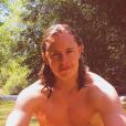 Pierre Sarkozy alias Dj Mosey en vacances en Corse, pose torse nu et dévoile sa musculature de rêve. photo publiée sur Instagram, le 12 août 2016