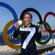 Rachele Bruni pose avec sa médaille d'argent, à Rio, le 15 août 2016