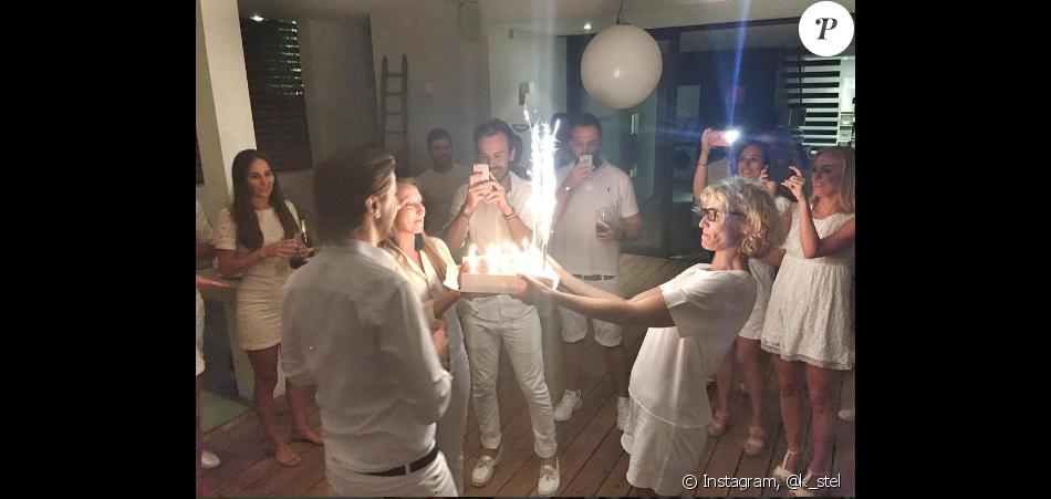 Les 30 ans de Thomas Sabatier, compagnon d'Audrey Lamy, en présence de son amoureuse mais aussi de sa soeur, Alexandra.