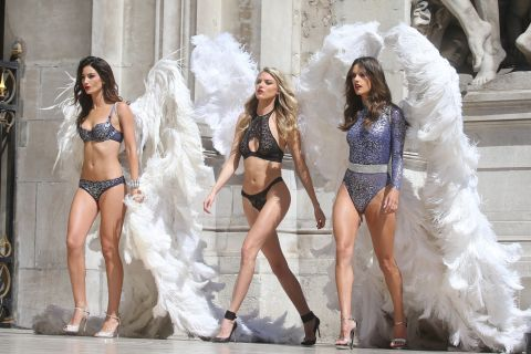 Victoria's Secret à Paris : Les Anges ultrasexy s'éclatent à l'Opéra