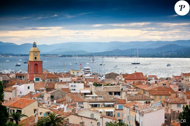Saint-Tropez, évidemment ! La plus réputée des stations balnéaires au monde, qui demeure un spot incontournable pour les rich and famous, continue à écrire son histoire d'amour avec le showbiz.