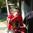 Exclusif - Sofia Richie se promène en voiture dans une Corvette Chevrolet Classique avec un mystérieux inconnu à Los Angeles le 2 septembre 2016.