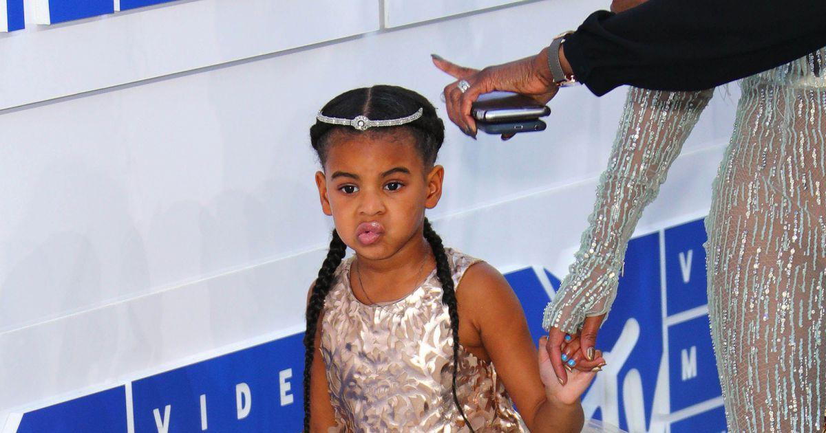 Terrific Blue Ivy Carter La Fille De Beyonce Knowles Aux Mtv Video Music Short Hairstyles Gunalazisus