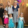 Coeur de Pirate avec ses amies, sa fille et les filles de ses amies. Instagram, août 2016.