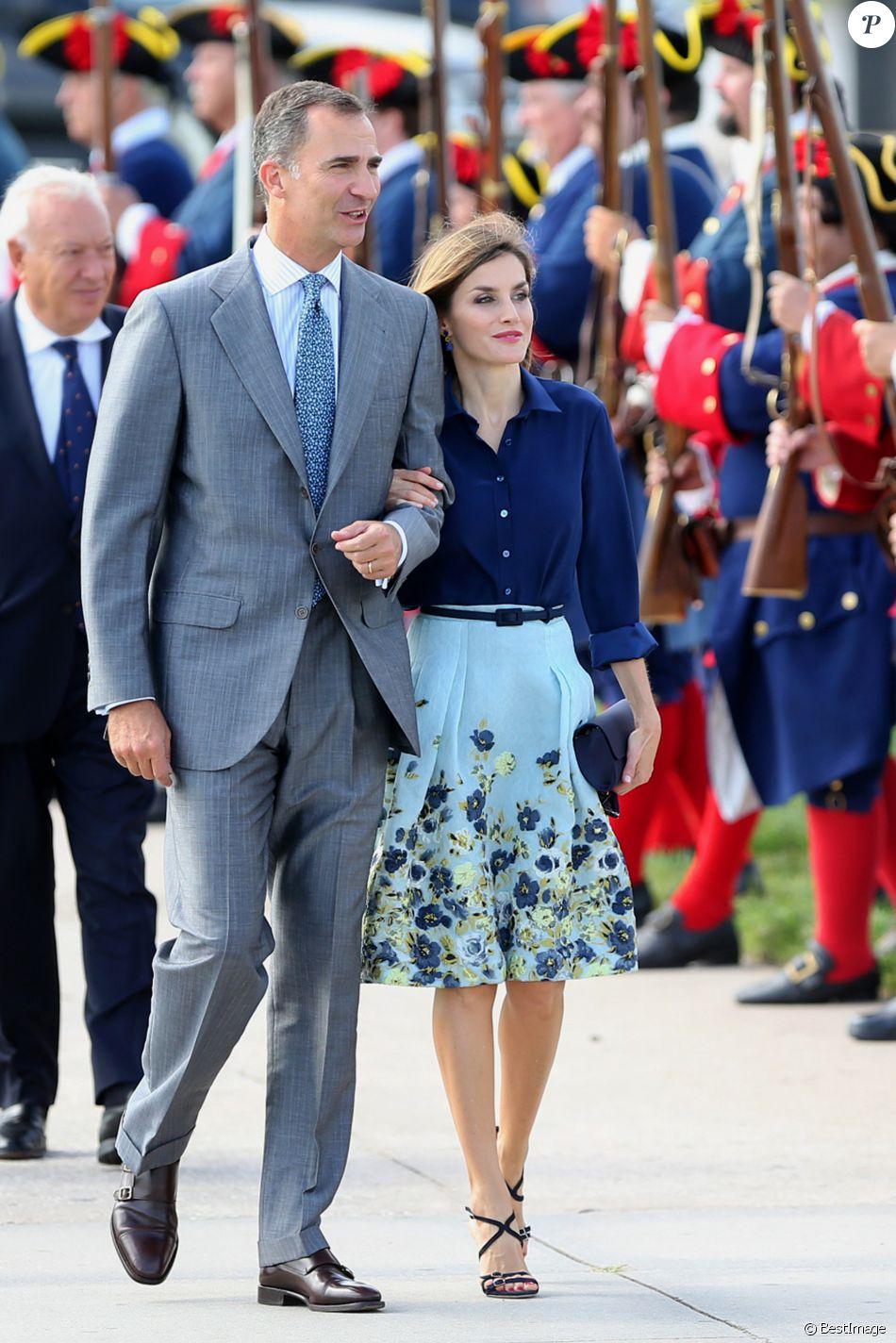 Letizia d\'Espagne (dans son ensemble jupe Carolina Herrera et ...