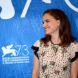 Natalie Portman, habillée par Valentino, posant pour le photocall du film ''Jackie'' lors du 73ème Festival du Film de Venise, la Mostra, le 7 septembre 2016. © Future-Image via ZUMA Press/Bestimage
