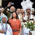 """Exclusif - Vincent Cassel, Jeanne d'Hauteserre, maire du 8ème et Robertinho Chaves lors du """"Lavage de la Madeleine"""" à Paris, le 4 septembre 2016"""