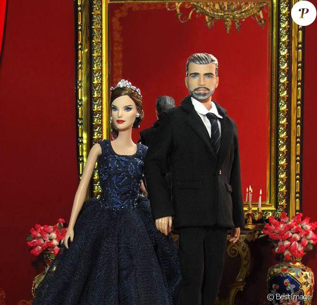 Le roi Felipe VI et la reine Letizia d'Espagne en poupées créées par les artistes russes d'AFD Group pour le 4e Madrid Fashion Doll Show, le 10 septembre 2016.
