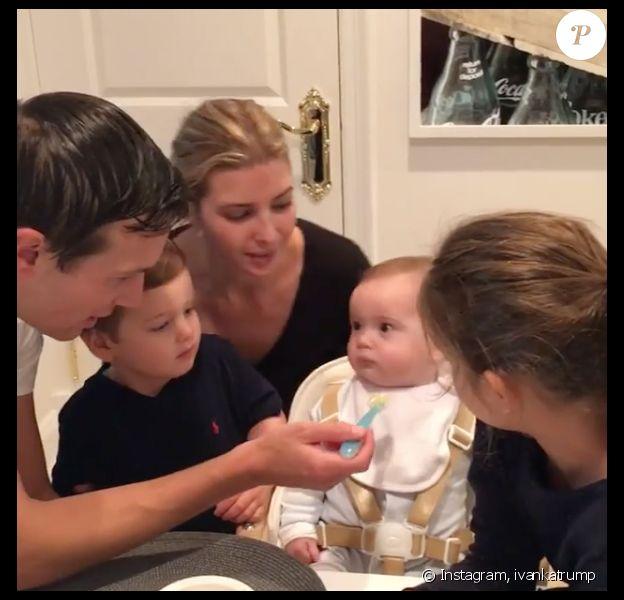 Toute la famille d'Ivanka Trump réunie pour les premières bouchées de son fils Theodore James. Image extraite d'une vidéo publiée sur Instagram le 19 septembre 2016