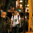 Exclusif - Rocco Ritchie, seul, fait du skateboard de nuit à New York le 24 août 2016.