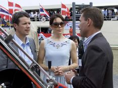 REPORTAGE PHOTOS : Mais... ? La princesse Mary de Danemark a piqué les lunettes de Victoria Beckham ?!