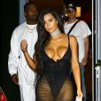 Kim Kardashian (dans une tenue très sexy) et Kanye West sortent de leur hôtel à Miami Le 17 septembre 2016  52177801 Kim Kardashian and Kanye West were spotted leaving their hotel in Miami, Florida on September 17, 2016. Kardashian was wearing one of her signature eye-popping outfits in black, while West was sporting a casual outfit in all white.17/09/2016 - Miami